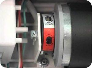 میکرو سوئیچهای تنظیم حد بالا و پایین کرکره برقی در موتور توبلار